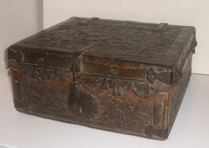 Leather mexican box 17th century