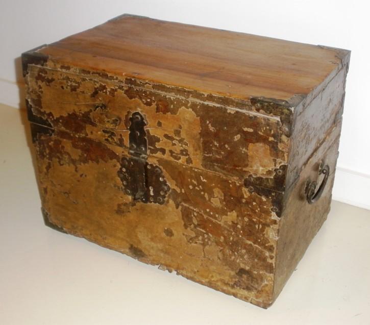 Caja mejicana lacada. . Siglos XVII-XVIII