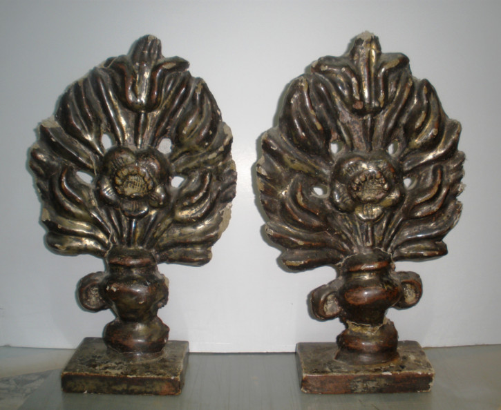 Pair of flowers supports on wood