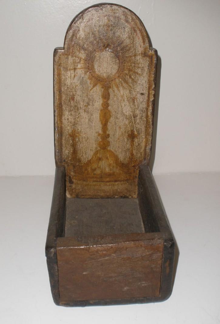 Plato petitorio eucarístico. . Ca. 1800. Precio: 300€